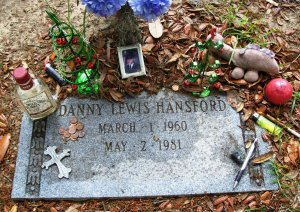 Headstone of Danny Hansford (Greenwich Cemetery, Savannah, GA), characteristic of modern markers